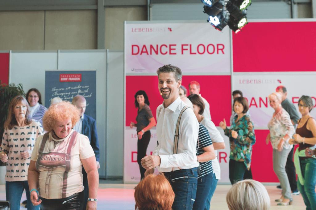 Tanzschulleiter Eddy Franzen auf dem Dance Floor